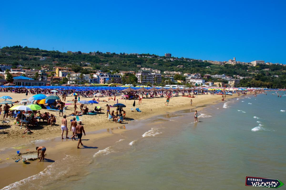plaża w Vasto, Włochy (fot. Ł. Ropczyński, kierunekwlochy.pl)