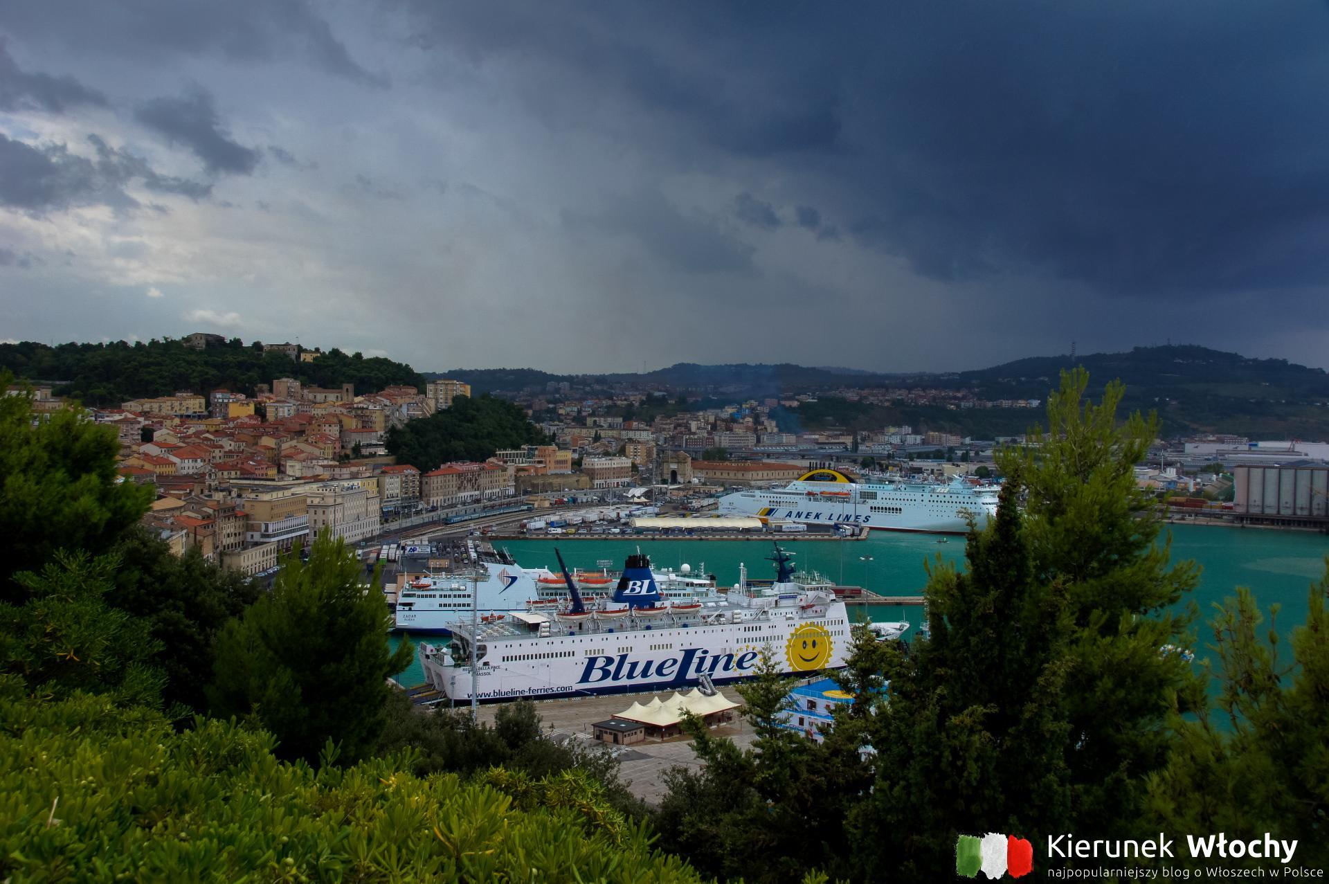Ankona i okolice - co warto zobaczyć, gdzie są najpiękniejsze plaże. Na zdjęciu port w Ankonie, region Marche, Włochy (fot. Łukasz Ropczyński, kierunekwlochy.pl)
