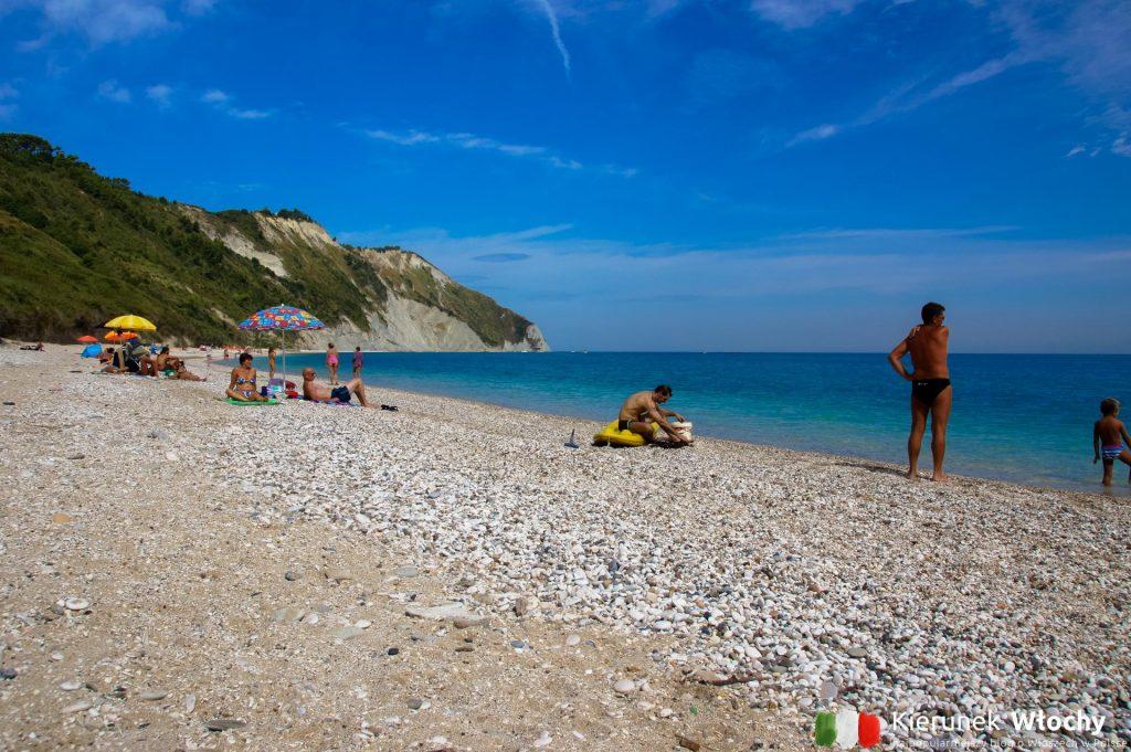plaża Mezzavalle w regionie Marche w pobliżu Ankony (fot. Łukasz Ropczyński, kierunekwlochy.pl)
