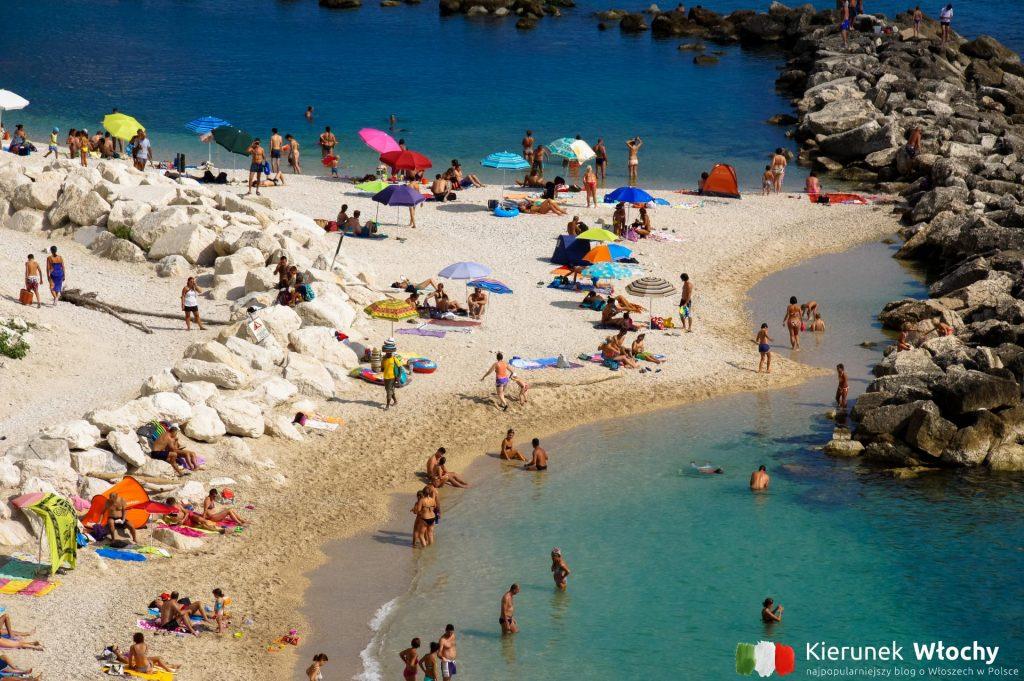 plaża w Sirolo, Riviera del Conera, Włochy (fot. Łukasz Ropczyński, kierunekwlochy.pl)
