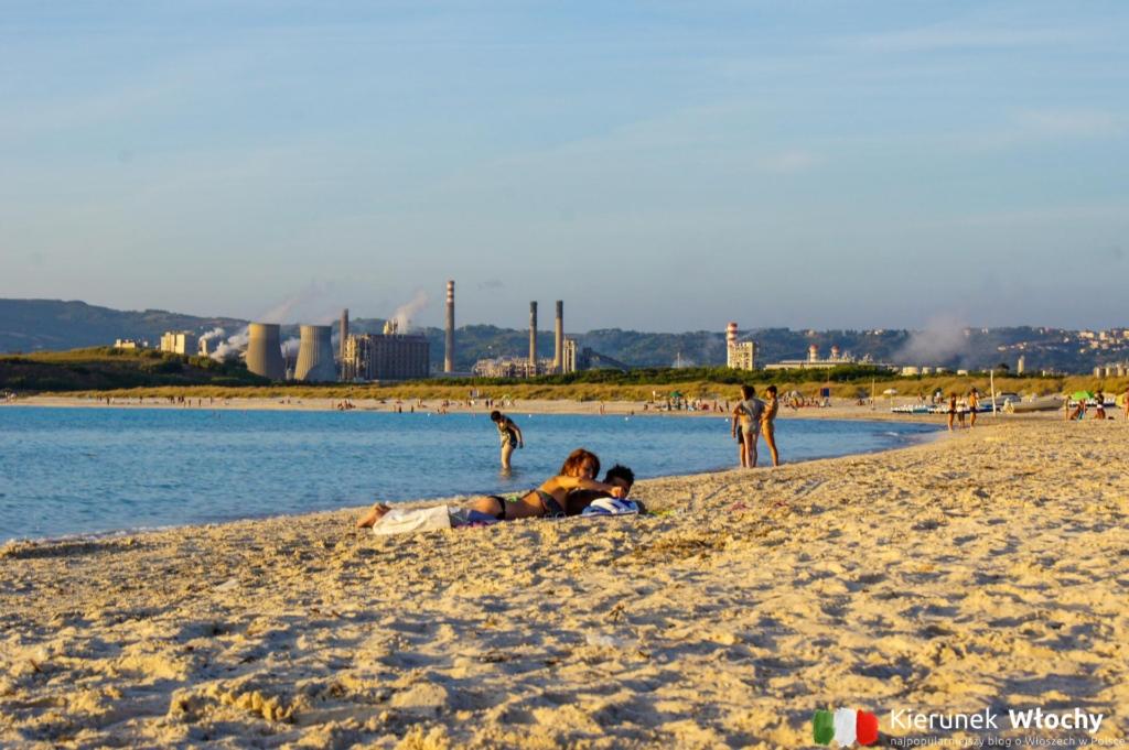 Biała plaża w Toskanii, Rosignano Marittimo / Vada, chemiczne Karaiby (fot. Łukasz Ropczyński, kierunekwlochy.pl)