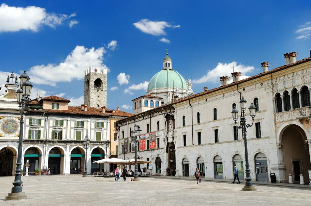 Brescia, godzinę drogi pociągiem z Bergamo, Lombardia, Włochy