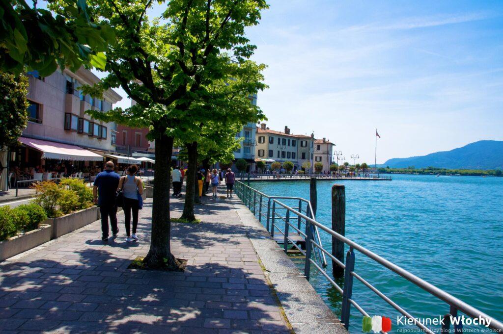 promenada w mieście Iseo nad jeziorem Iseo, Lombardia, Włochy (fot. Łukasz Ropczyński, kierunekwlochy.pl)