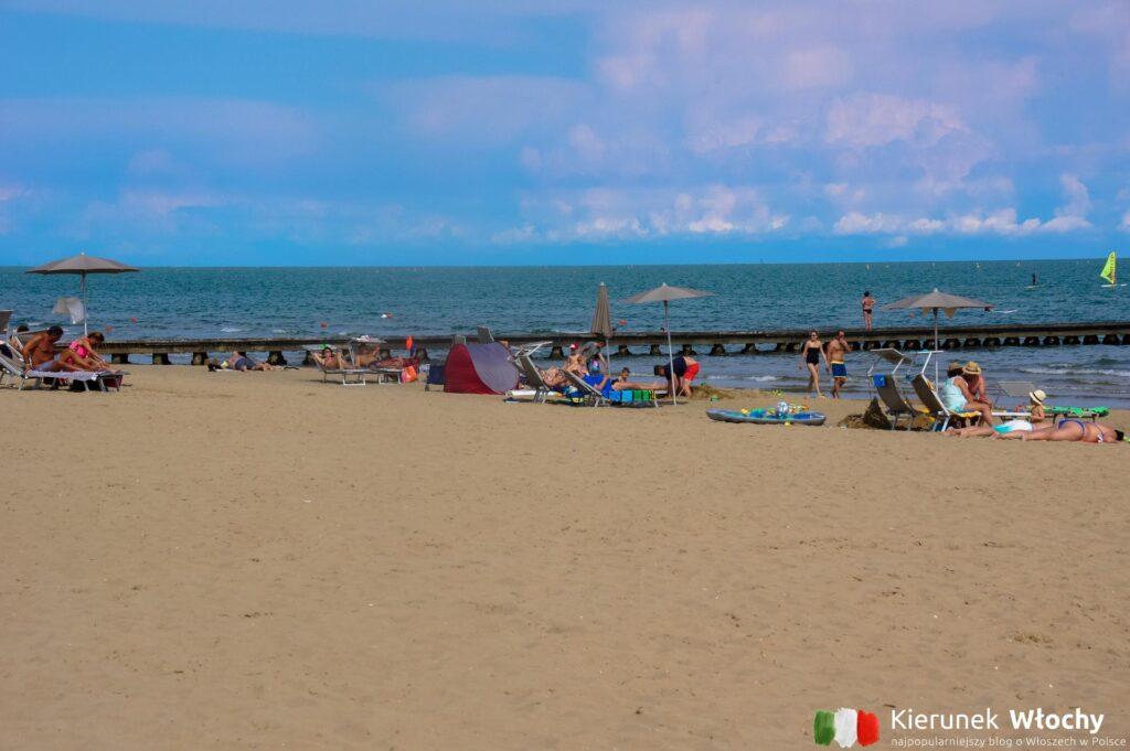 jedna z darmowych plaż w mieście (fot. Łukasz Ropczyński, kierunekwlochy.pl)
