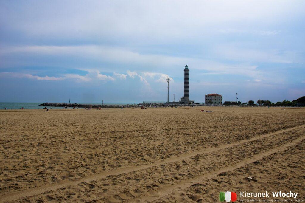 Spiaggia del Faro - zachodnia część miasta (fot. Łukasz Ropczyński, kierunekwlochy.pl)