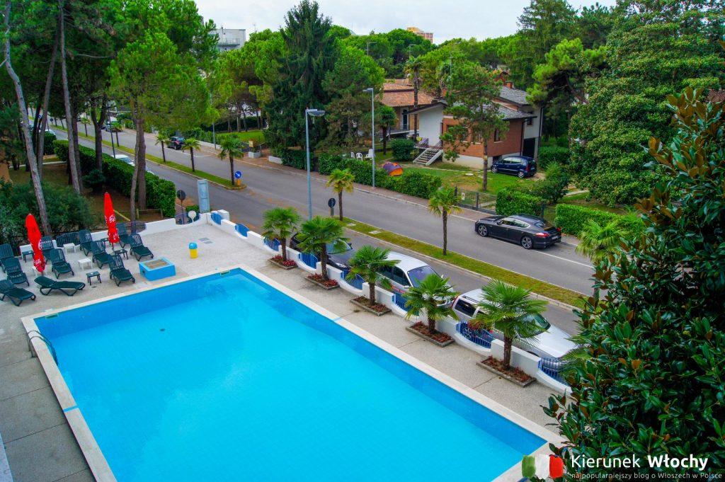 widok z naszego balkonu w Hotelu Olympia w Lignano Pineta (fot. Łukasz Ropczyński, kierunekwlochy.pl)