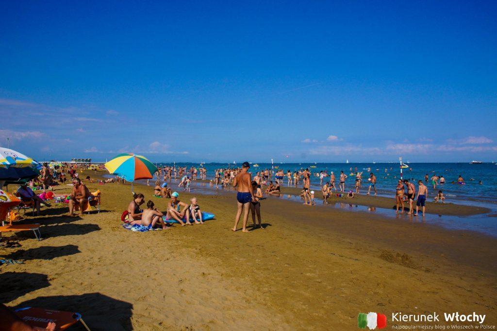 miejska plaża w Lignano Sabbiadoro ma zarówno strefy darmowe jak i płatne (fot. Łukasz Ropczyński, kierunekwlochy.pl)