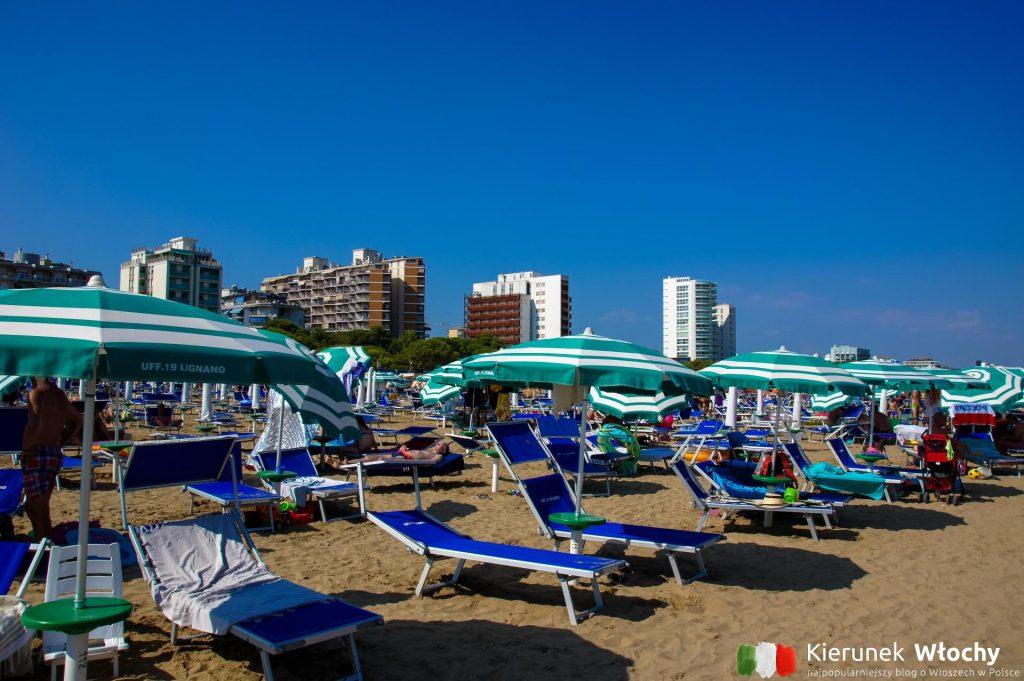 rezerwując nocleg w Lignano zazwyczaj wybieramy obiekt, który zapewnia serwis plażowy (fot. Łukasz Ropczyński, kierunekwlochy.pl)