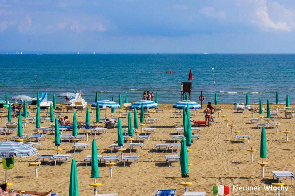 plaża w dzielnicy Lignano Pineta (fot. Łukasz Ropczyński, kierunekwlochy.pl)