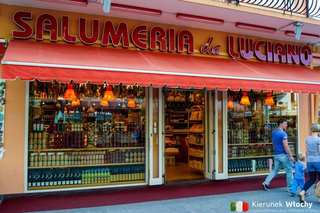 pełno tu sklepów z lokalnymi produktami, barów, restauracji i butików (fot. Łukasz Ropczyński, kierunekwlochy.pl)