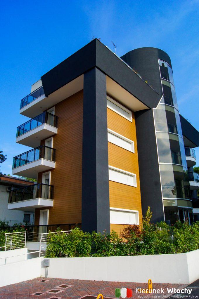 można wybierać pomiędzy luksusowymi apartamentami, a tymi bardziej ekonomicznymi w starszej zabudowie (fot. Łukasz Ropczyński, kierunekwlochy.pl)