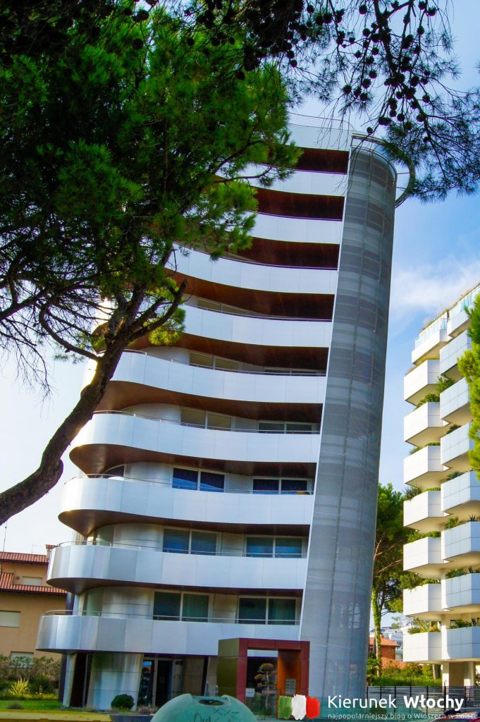 w ostatnich latach w Lignano powstają nowoczesne apartamentowce (fot. Łukasz Ropczyński, kierunekwlochy.pl)