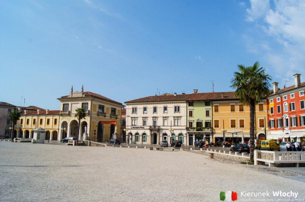Piazza Grande w Palmanova, Friuli Wenecja Julijska, Włochy (fot. Łukasz Ropczyński, kierunekwlochy.pl)