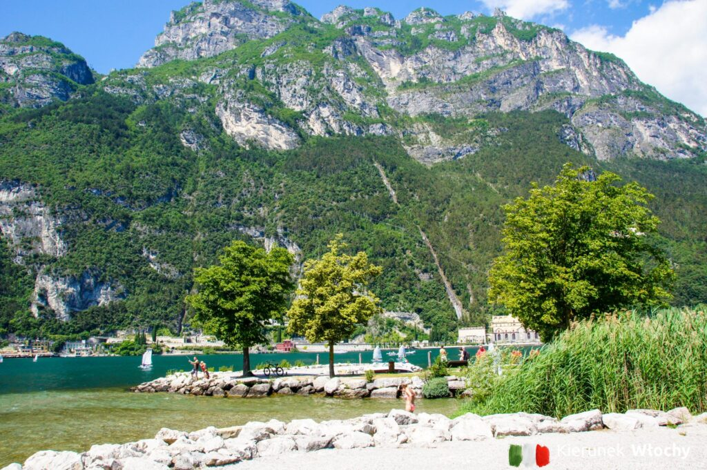 plaża Spiaggia Sabbioni, Riva del Garda, Trentino, Włochy (fot. Łukasz Ropczyński, kierunekwlochy.pl)