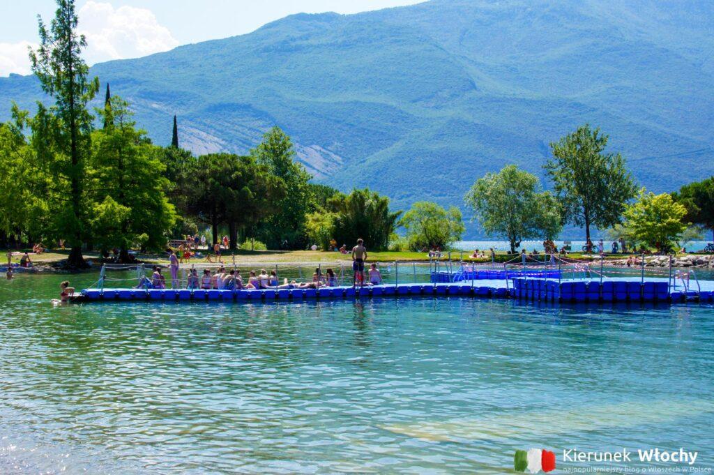 woda jest tu nieco chłodniejsza niż w południowej części jeziora (fot. Łukasz Ropczyński, kierunekwlochy.pl)