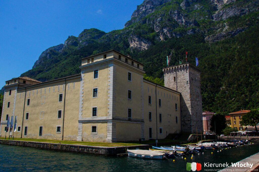 Rocca di Riva z 1124 r., w którym obecnie znajduje się Muzeum dell'Alto Garda (fot. Łukasz Ropczyński, kierunekwlochy.pl)