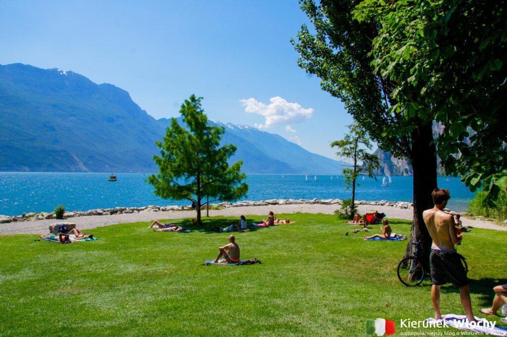 plaża Pini Beach, Riva del Garda, Trentino, Włochy (fot. Łukasz Ropczyński, kierunekwlochy.pl)
