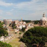 Widok z Pomnika Wiktora Emanuela II w stronę Koloseum, Rzym, Włochy (fot. Ana Rey)