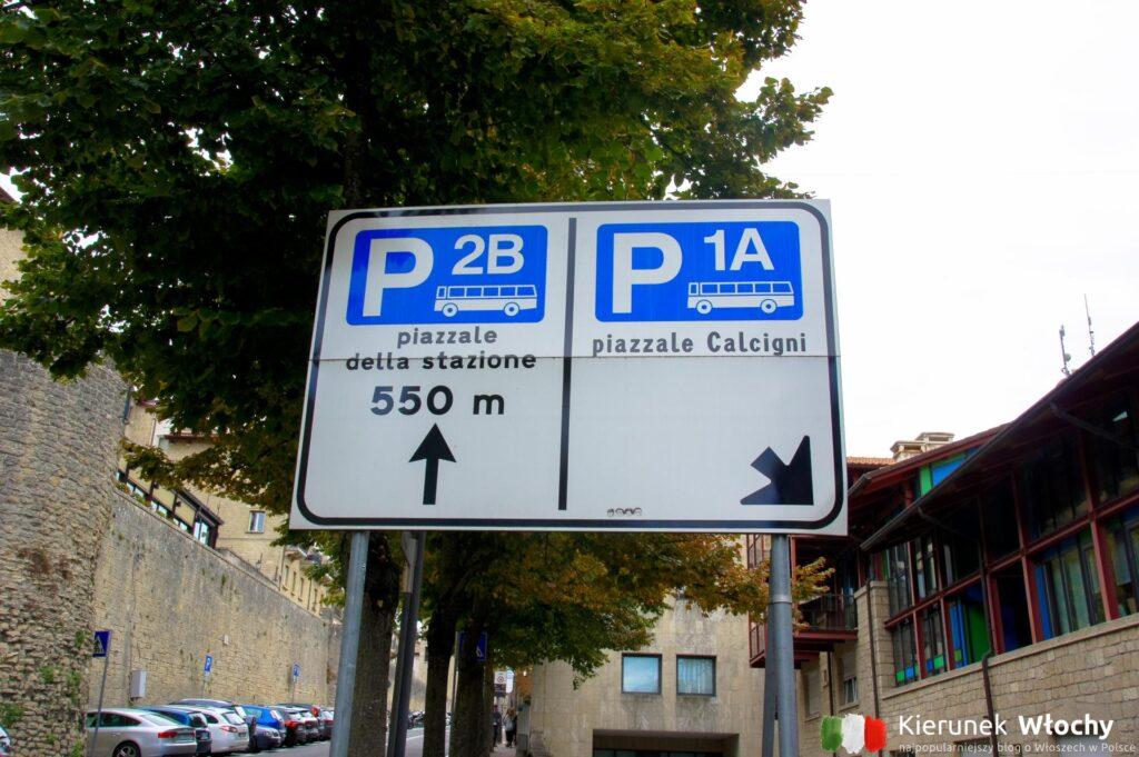 Autokary mogą parkować na parkingach oznaczonych jako P1A Piazzale Calcigni lub P2B Piazzale della Stazione (fot. Łukasz Ropczyński, kierunekwlochy.pl)