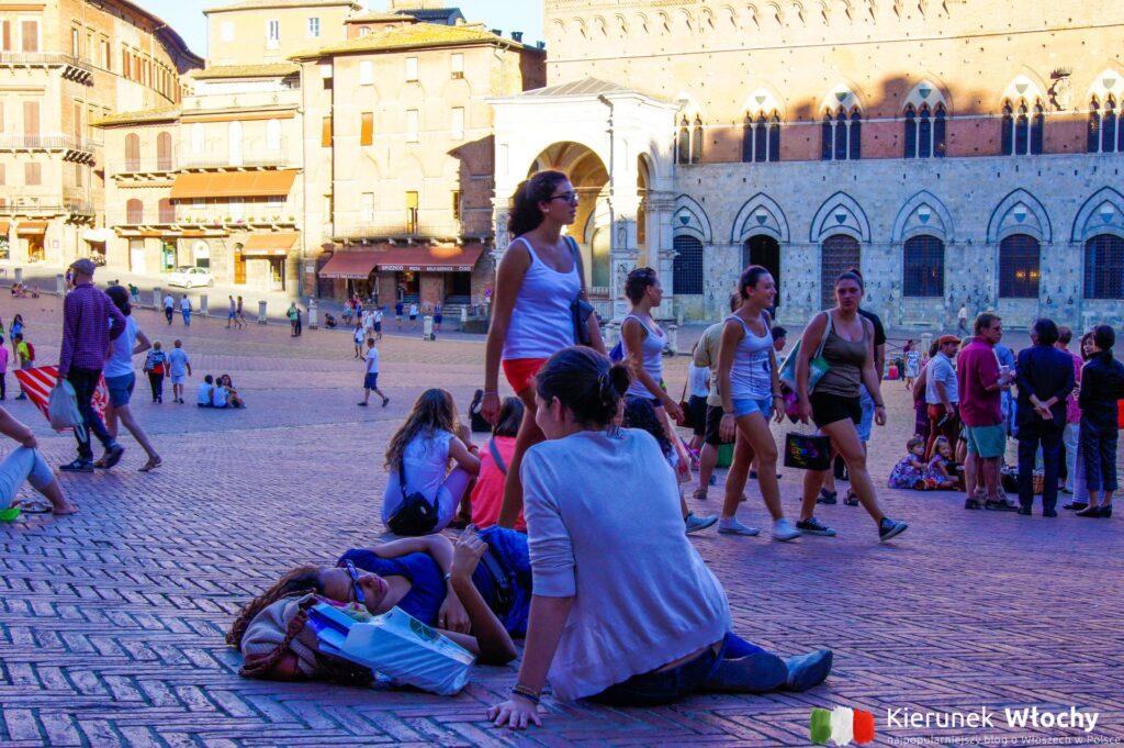 tak jak tu, nie wypoczywa się na żadnym innym placu we Włoszech (fot. Łukasz Ropczyński, kierunekwlochy.pl)