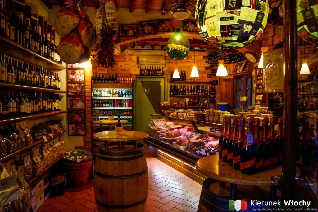 sklep z lokalnymi produktami w historycznym centrum Sieny (fot. Łukasz Ropczyński, kierunekwlochy.pl)