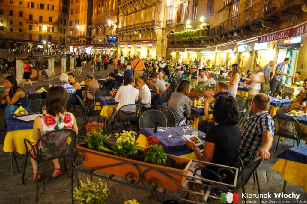 restauracje przy Piazza del Campo, Siena, Włochy (fot. Łukasz Ropczyński, kierunekwlochy.pl)