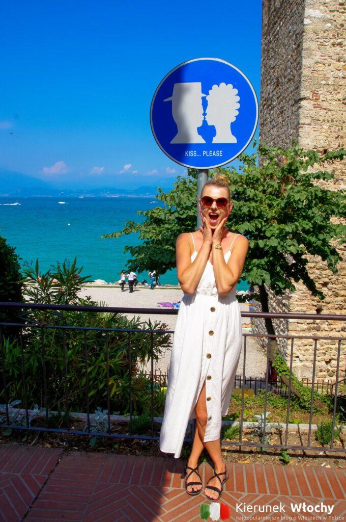 punkt Kiss… please przy spiaggia del Prete (fot. Łukasz Ropczyński, kierunekwlochy.pl)