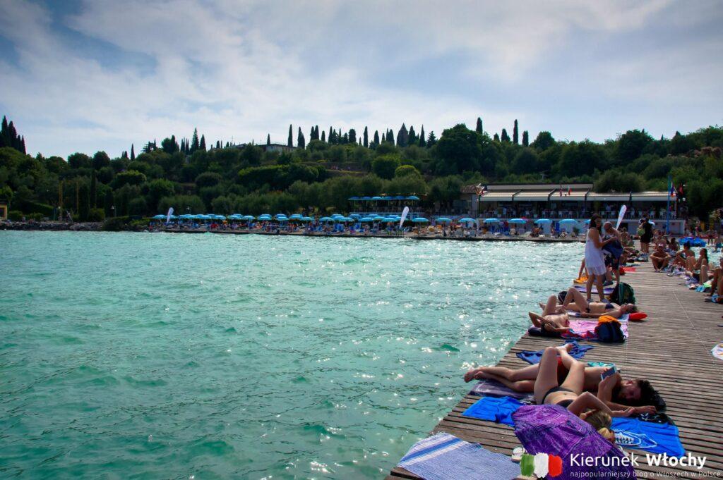 Spiaggia Lido delle Bionde w Sirmione, jezioro Garda, Włochy (fot. Łukasz Ropczyński, kierunekwlochy.pl)