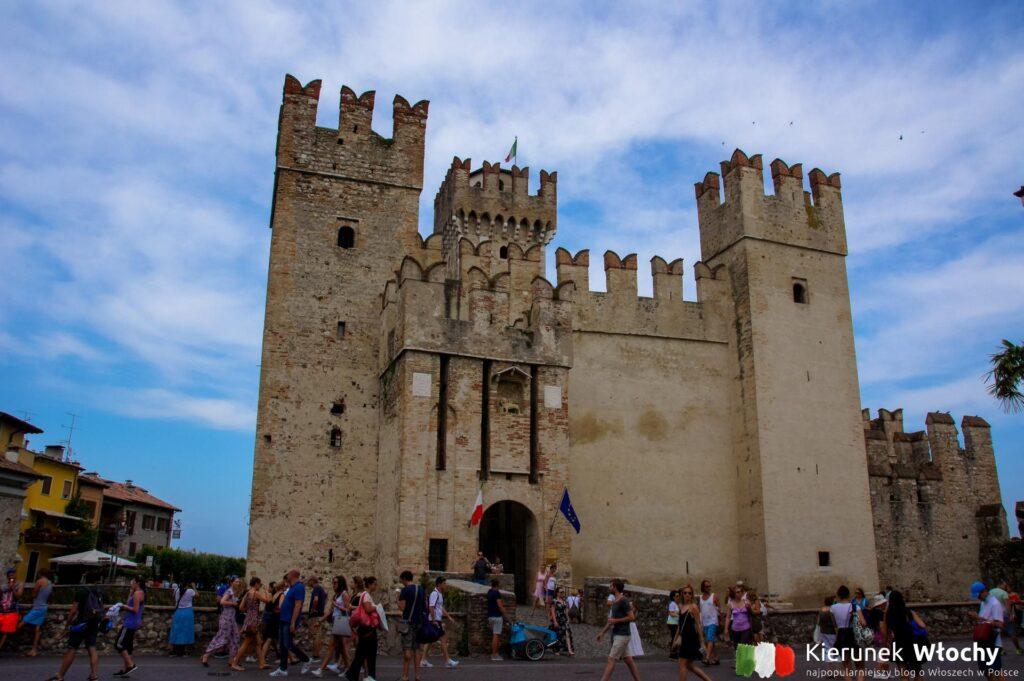 Castello Scaligero, Sirmione, jezioro Garda, Włochy (fot. Łukasz Ropczyński, kierunekwlochy.pl)