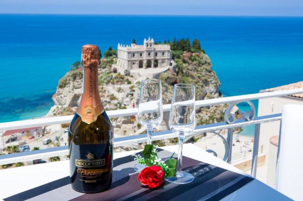 widok z balkonu w apartamentach Sunset Tropea w najlepszej lokalizacji w mieście