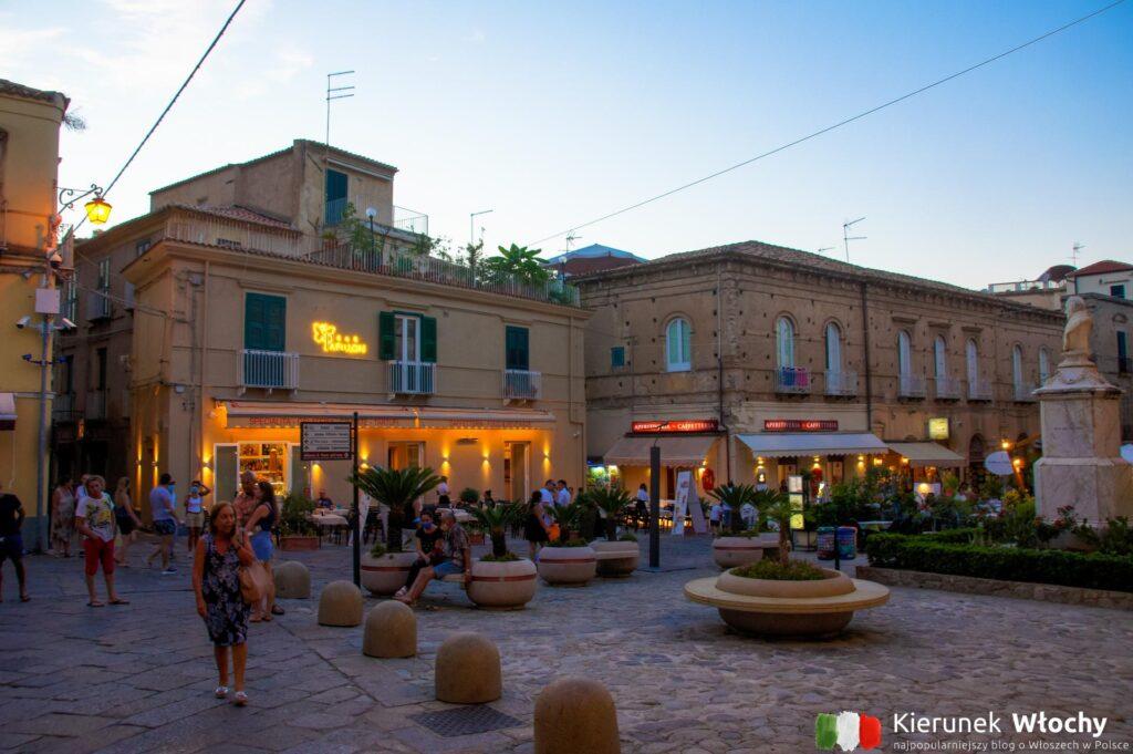 Piazza Ercole, Tropea, Kalabria, Włochy (fot. Łukasz Ropczyński, kierunekwlochy.pl)