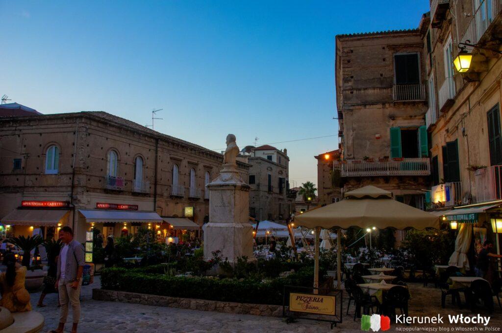 Piazza Ercole, Tropea, alabria, Włochy (fot. Łukasz Ropczyński, kierunekwlochy.pl)