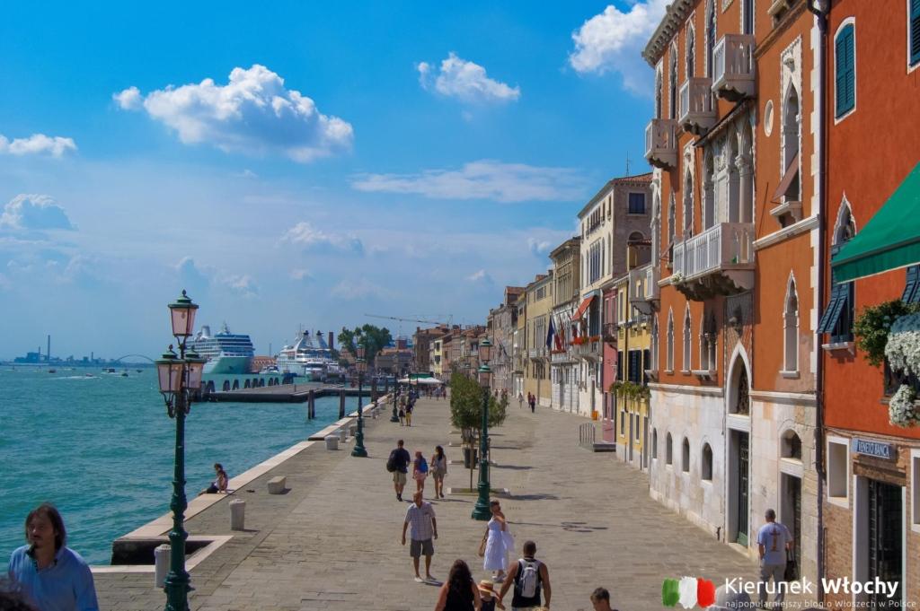 promenada wzdłuż wybrzeża w kierunku portu i Piazzale Roma (fot. Łukasz Ropczyński, kierunekwlochy.pl)