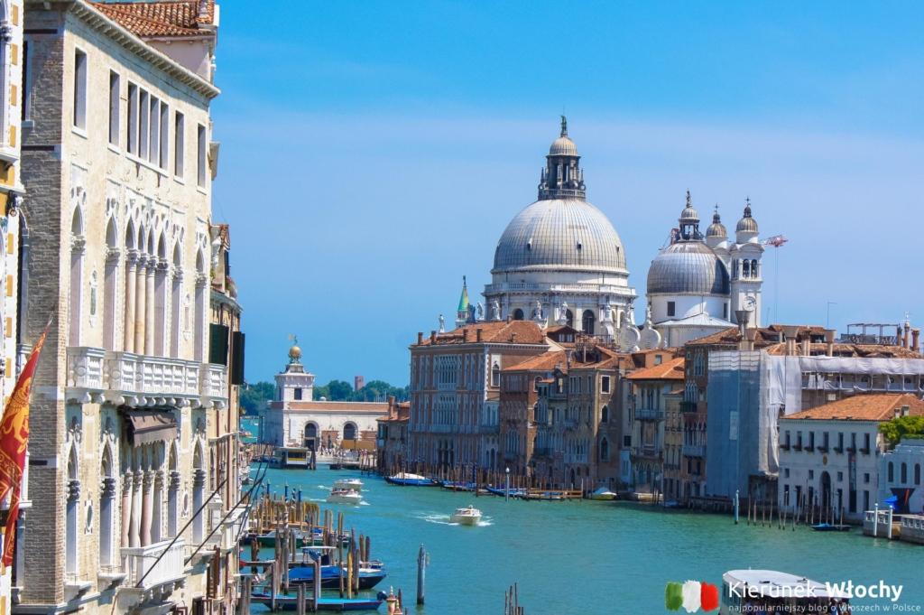 Canal Grande w Wenecji, a w tle Bazylika Santa Maria della Salute, Włochy (fot. Łukasz Ropczyński, kierunekwlochy.pl)