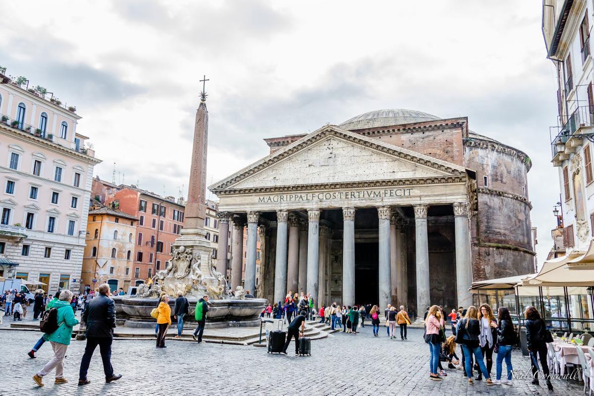 Panteon w Rzymie, Włochy (fot. Neil Cornwall)