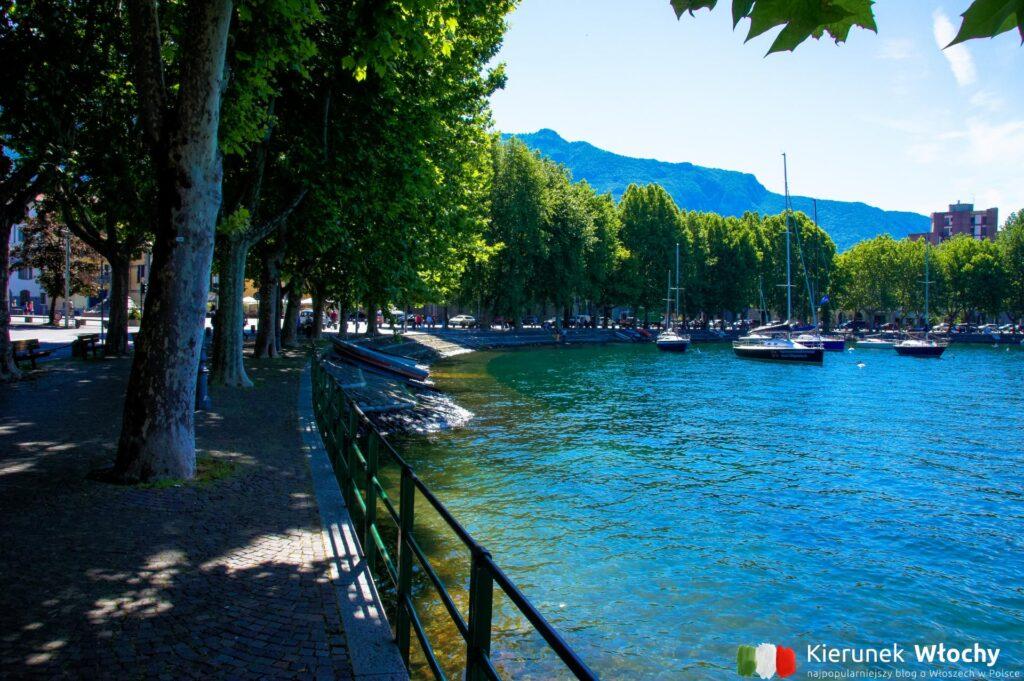 promenada w Lecco nad jeziorem Como (fot. Łukasz Ropczyński, kierunekwlochy.pl)