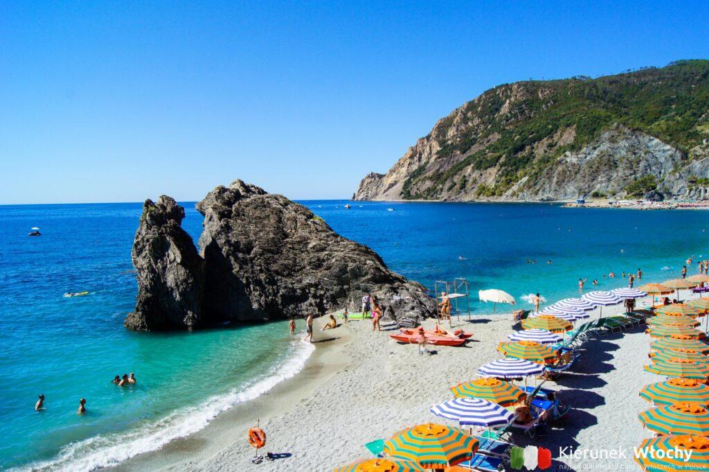 plaża w Monterosso al Mare (fot. Łukasz Ropczyński, kierunekwlochy.pl)