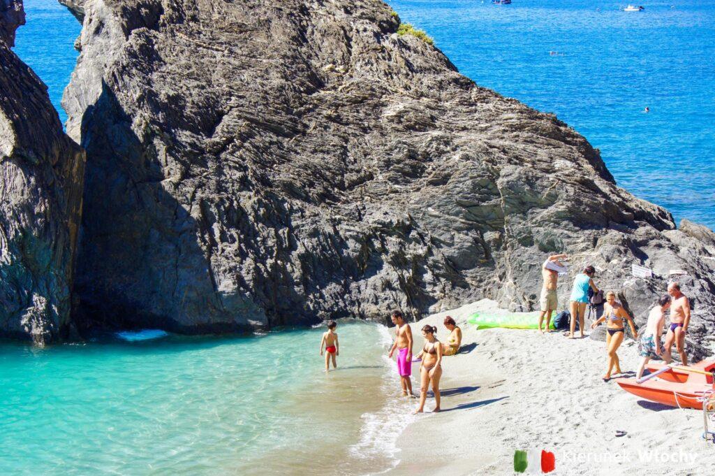 plaża w Monterosso al Mare (fot. Ł. Ropczyński, kierunekwlochy.pl)