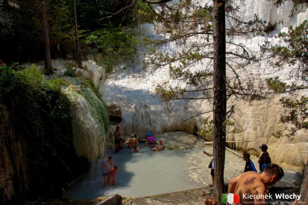 źródła termalne w Toskani w Bagni San Filippo (fot. Łukasz Ropczyński, kierunekwlochy.pl)