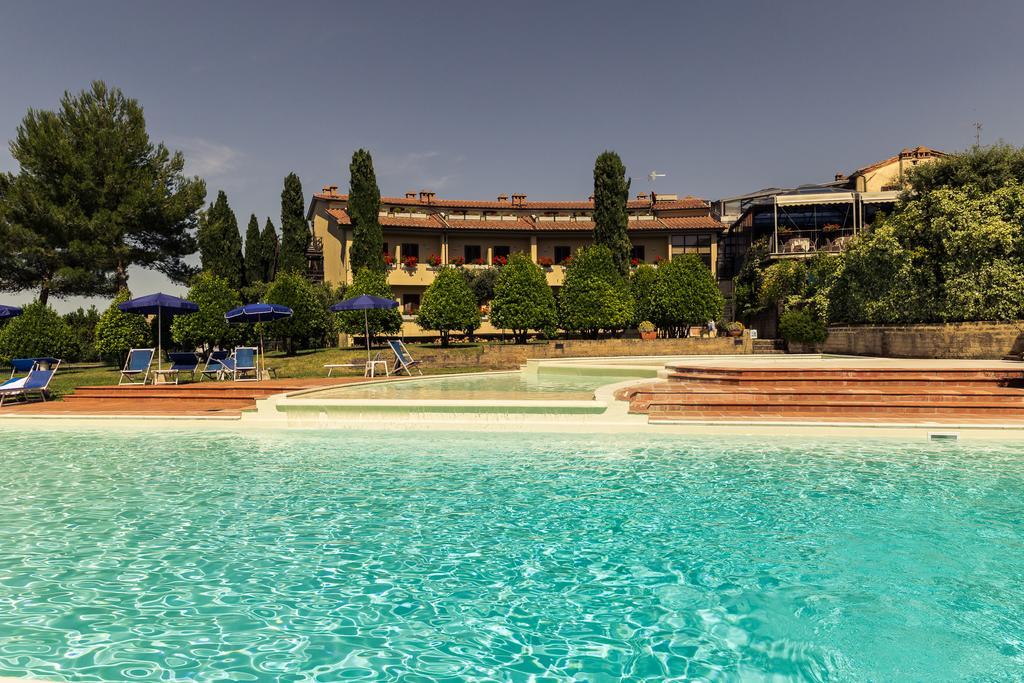 Hotel Palazzuolo*** oferuje pobyty z niepełnym wyżywieniem, a przy tym ma bardzo korzystne ceny