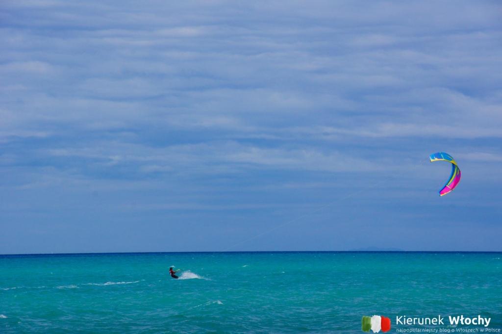 tutejszą plażę sporadycznie odwiedzają surferzy (fot. Ł. Ropczyński, kierunekwlochy.pl)