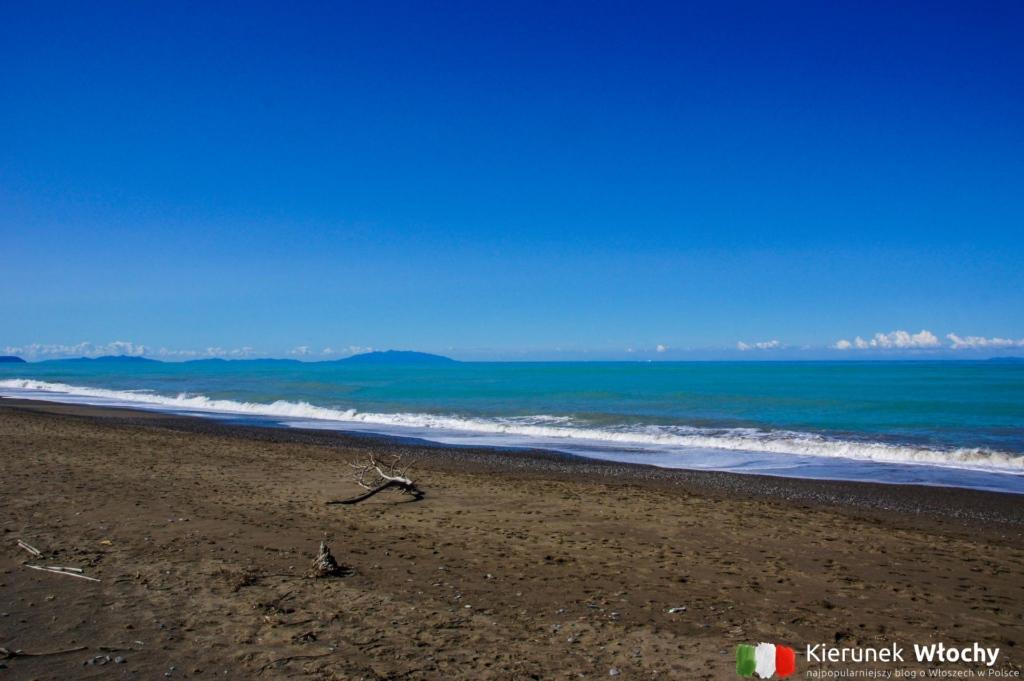 plaża w Marina di Bibbona, wybrzeże Toskanii, Włochy (fot. Łukasz Ropczyński, kierunekwlochy.pl)