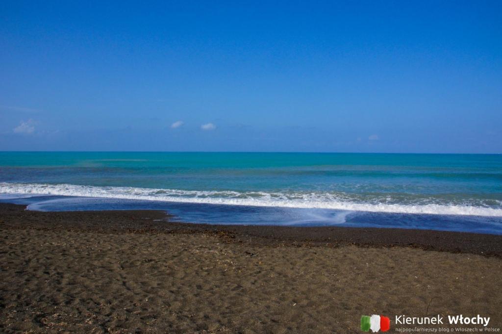plaża naturystyczna w Marina di Bibbona, wybrzeże Toskanii, Włochy (fot. Łukasz Ropczyński, kierunekwlochy.pl)