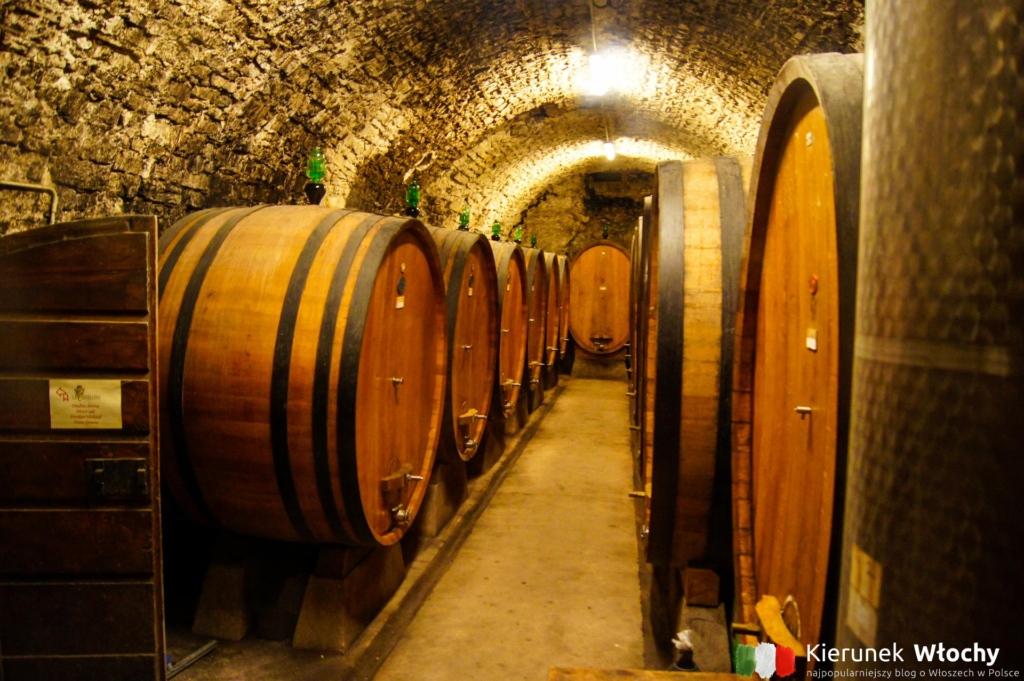 beczki z lokalnym winem w Castellina in Chianti, Toskania, Włochy (fot. Łukasz Ropczyński, kierunekwlochy.pl)