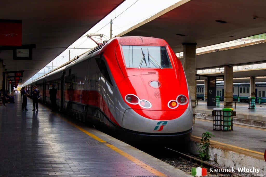pociąg dużych prędkości na stacji we Florencji, Włochy (fot. Łukasz Ropczyński, kierunekwlochy.pl)