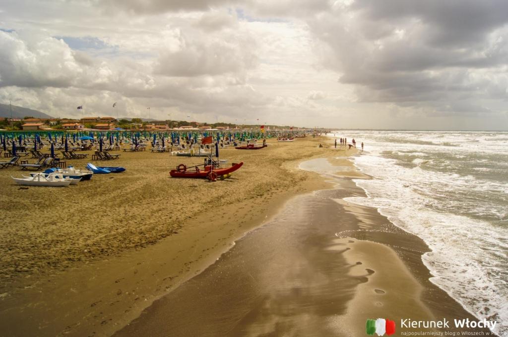 plaża w Forte dei Marmi, Włochy (fot. Łukasz Ropczyński, kierunekwlochy.pl)