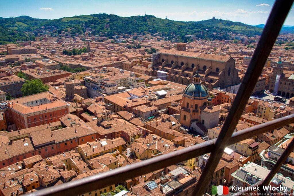 widok z Torre degli Asinelli na Bolonię (fot. Łukasz Ropczyński, kierunekwlochy.pl)