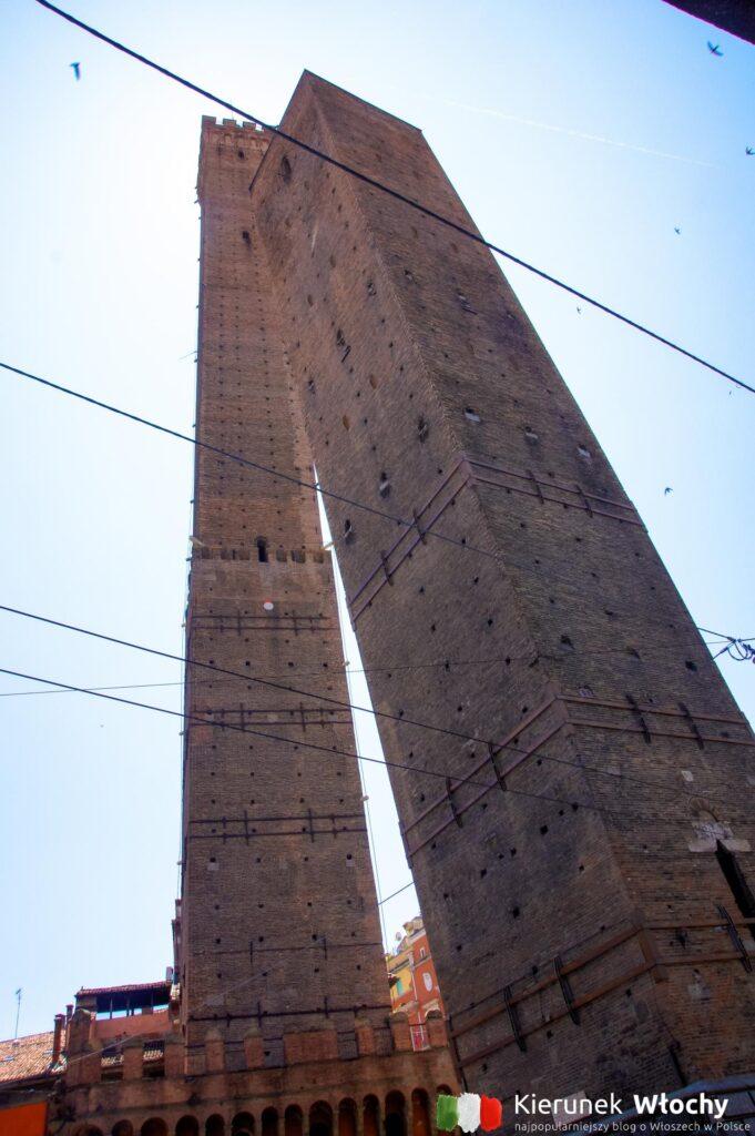 Due Torri w Bolonii, Włochy (fot. Łukasz Ropczyński, kierunekwlochy.pl)