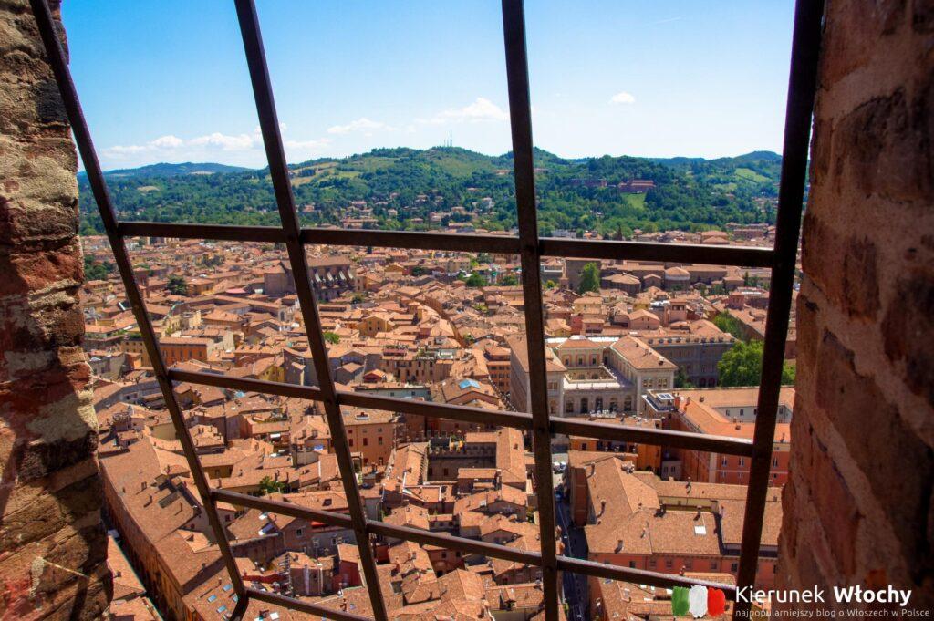 widok na miasto z Torre degli Asinelli, Emilia-Romania, Włochy (fot. Łukasz Ropczyński, kierunekwlochy.pl)