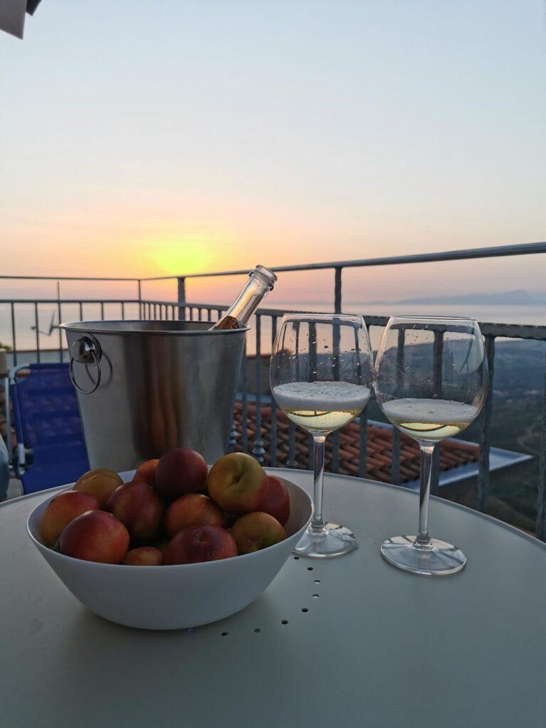 widok na zachód słońca z balkonu